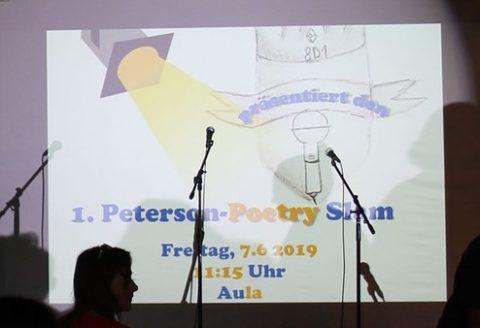 Sieger im 1. Poetry Slam Wettbewerb ermittelt – stolze Schulleiterin